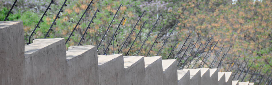 Perimeter security electric fence